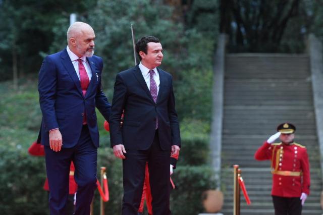 Kosova Başbakanı Kurti, üçüncü kez Arnavutluk Başbakanı seçilmesi vesilesiyle Rama'ya tebrik mektubu gönderdi