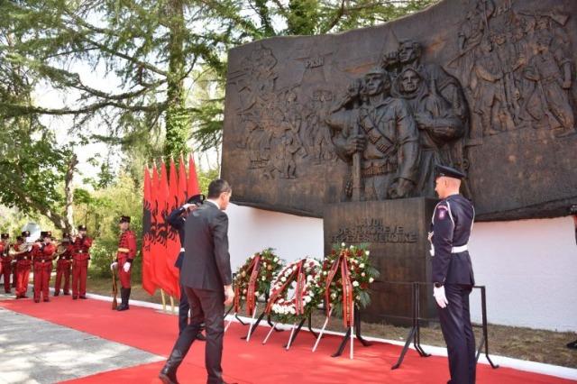 Die Albaner haben heute den 79. Jahrestag der Konferenz von Peza gefeiert