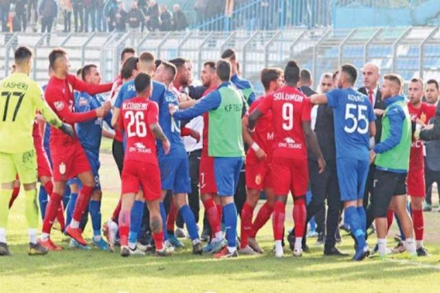 Die  Landesmeisterschaft beginnt mit dem Spiel Partizani Tirana gegen Teuta Durrës