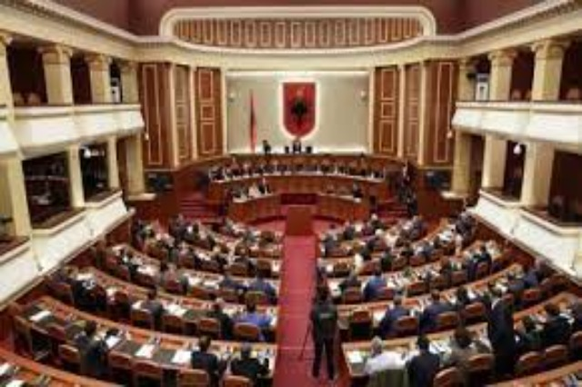 Governing program and the new government cabinet to be presented today in the plenary session