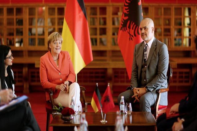 Kancelarka Merkel sutra u Tirani, objavljen i dnevni red