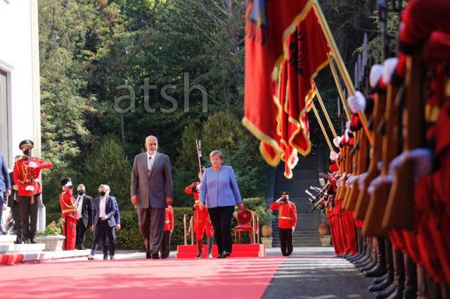 Merkel recived by Pm Rama at the Palace of Brigades