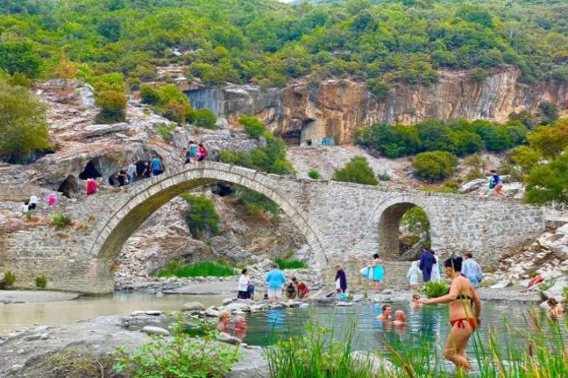 Benja termal suları çok sayıda ziyaretçinin tercih ettikleri yer