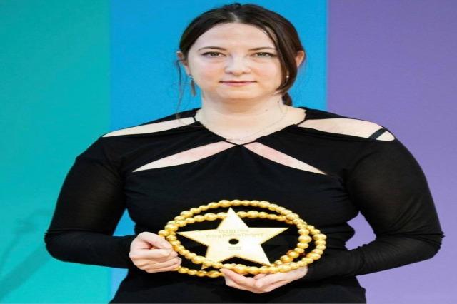 La styliste albanaise Nancy Dojaka, lauréate du prestigieux prix de la Fondation Louis Vuitton