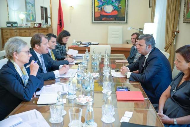 Arnavutluk Bankası Başkanı Sejko, Avrupa İmar ve Kalkınma Bankası Başkan Yardımcısı Rigtering ile görüştü