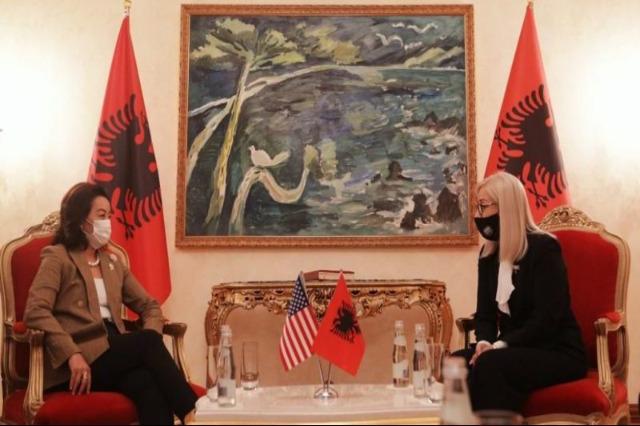 ABD'nin Tiran Büyükelçisi Yuri Kim, Meclis Başkanı Lindita Nikolla ile görüştü
