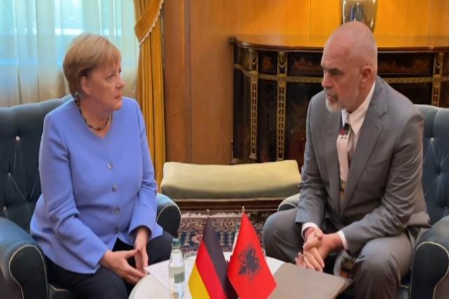 Incontro a quattrocchi Merkel-Rama