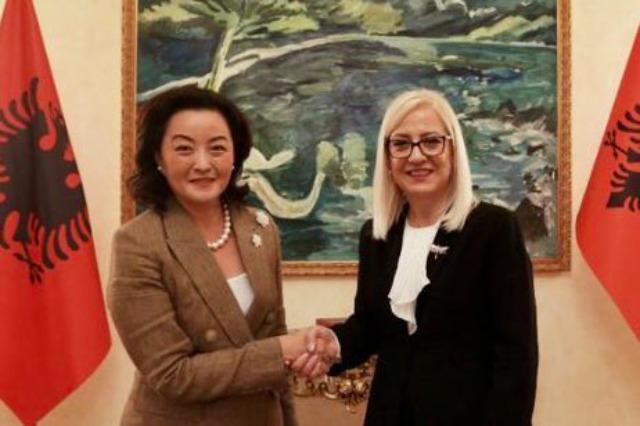 Die albanische Parlamentspräsidentin, Lindita Nikolla, empfing  die US-Botschafterin, Yuri Kim