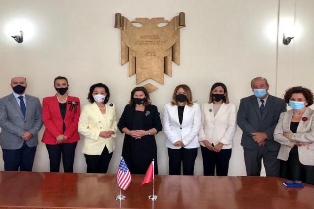 ABD'nin Tiran Büyükelçisi Yuri Kim, Anayasa Mahkemesi üyeleriyle görüştü
