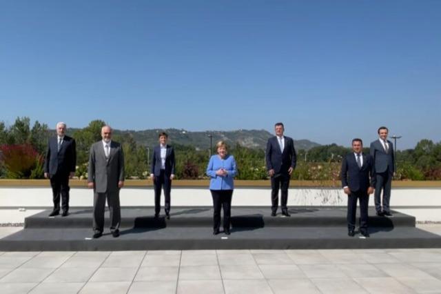 Merkel rencontre les dirigeants des Balkans à Tirana