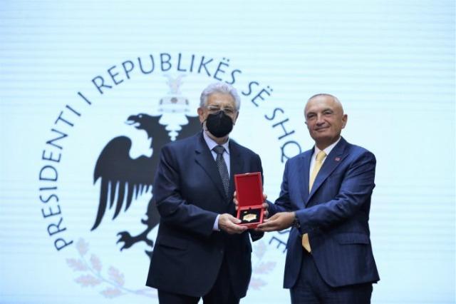 """Le titre """"Chevalier de l'Ordre de Skanderbeg"""" pour le ténor Plácido Domingo"""