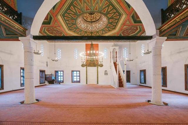 Berat'ın ortaçağ merkezi, Kral Camii ve Helvetik Tekke'nin tamamen yeniden boyutlandırılması