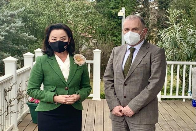 Η Κιμ πραγματοποίησε συνάντηση με τον επικεφαλής της SPAK