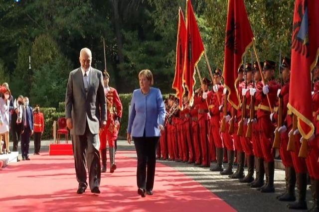 Merkelu primio Rama u Palati brigada