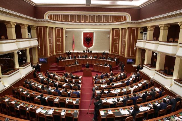 Séance marathon de l'Assemblée, présentation du programme du gouvernement et vote du cabinet