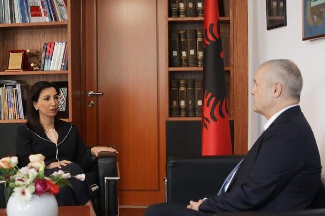 """Progetto """"Scuola per la salute"""" / La ministra Kushi incontra l'ambasciatore svizzero: impegnati in progetti comuni nel campo dell'istruzione"""