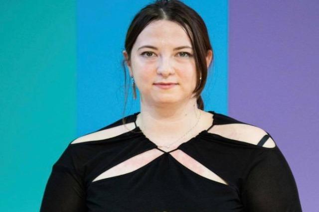 Die Albanerin, Nensi Dojaka hat den angesehenen Preis der Louis Vuitton - Stiftung für junge Stilisten
