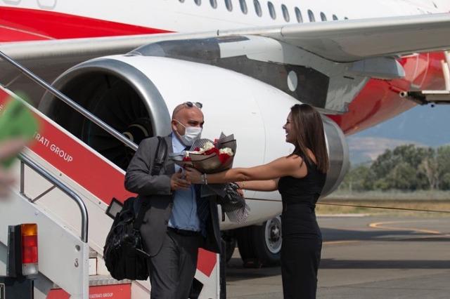 '' Naimi '' uçağı ile Rinas Uluslararası Havalimanı'na ilk yolcular geldi