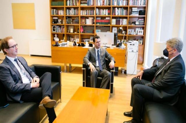 Basha avec l'ambassadeur Steiner : l'Autriche soutient l'Albanie dans ses défis d'intégration