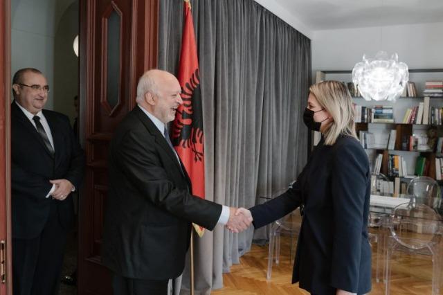 Die albanische Kulturministerin, Elva Margariti, empfing  ihren bulgarischen Amtskollegen,  Velislav Minekov