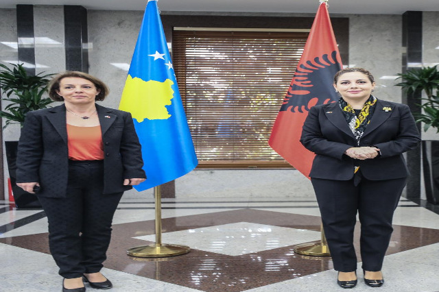Xhaçka Kosovalı mevkidaşı bekliyor : Arnavutluk, en uzlaşmaz avukat