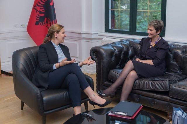 Die Ministerin für Tourismus und Umwelt, Mirela Kumbaro, empfing die Bürgermeisterin von Presevo Ardita Sinani