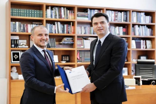 Soreca remet le rapport d'avancement de la CE à Basha : Rôle de l'opposition, essentiel