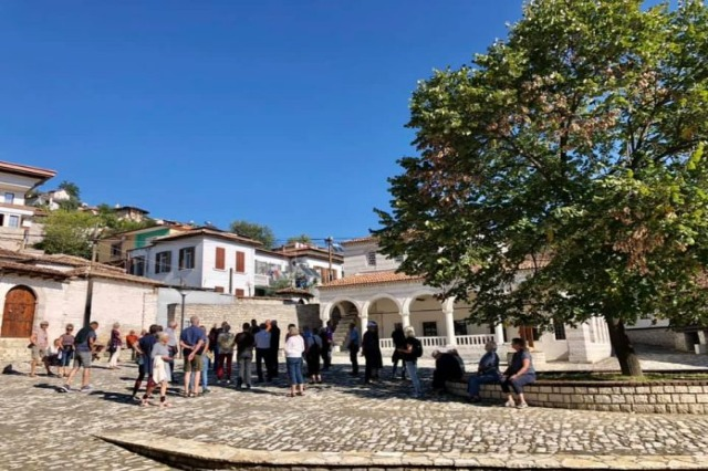 Tourisme d'automne, plus de 20 000 touristes ont préféré la ville des fenêtres individuelles