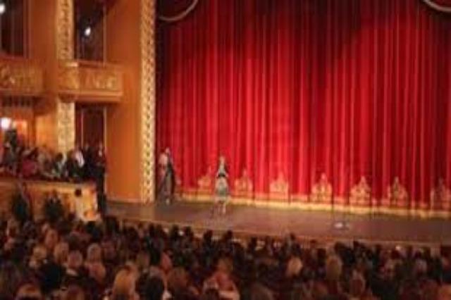Το θέατρο σπάει τη σιωπή των επτά μηνών